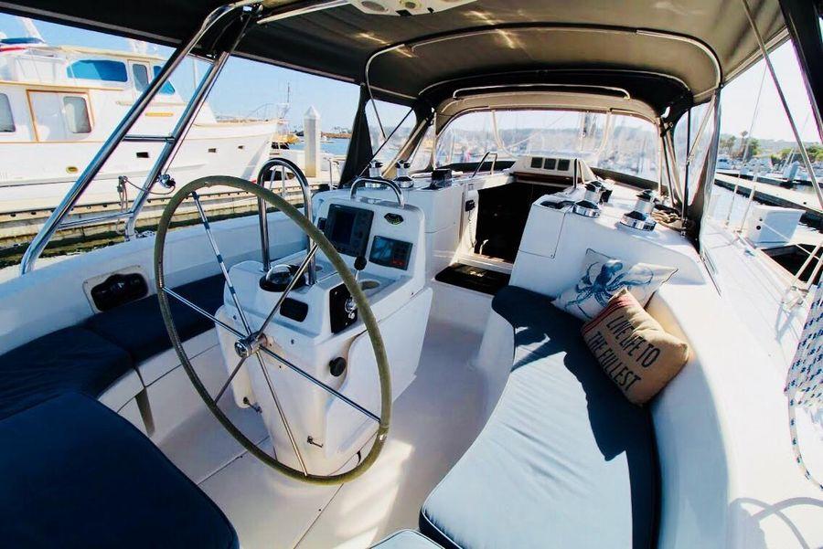 Hunter 460 Sailboat Cockpit