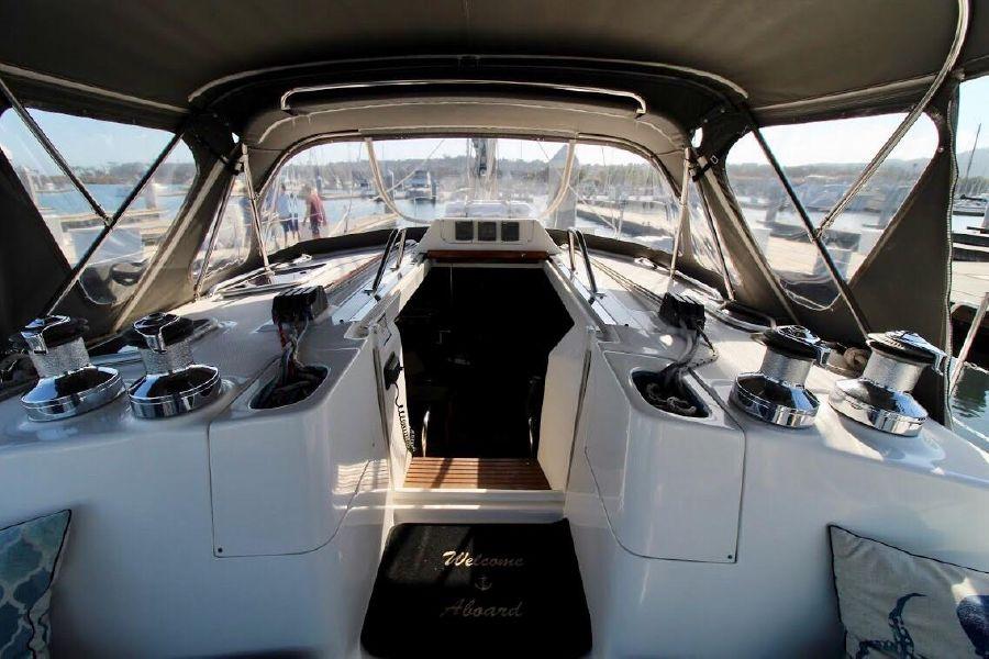 Hunter 460 Sailboat Salon Entrance
