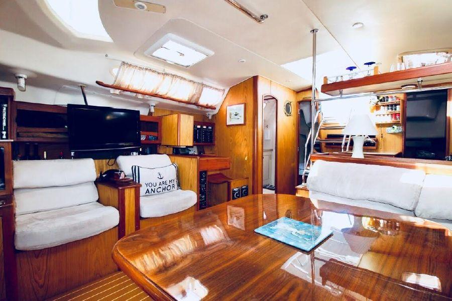 Hunter 460 Saiboat Saloon