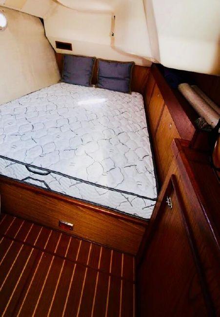 Hunter 460 Sailboat Guest Bed