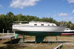 1981 Hunter Fixed Keel Sloop