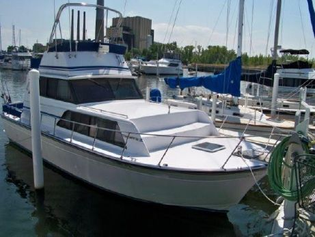 1989 Marinette 32 Sedan Flybridge