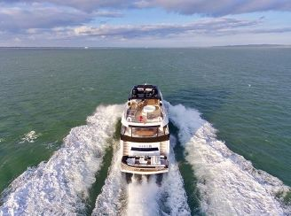 thumbnail photo 2: 2017 Sunseeker 86 Yacht