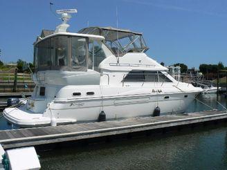 2003 Cruisers 3750 Motoryacht DIESEL