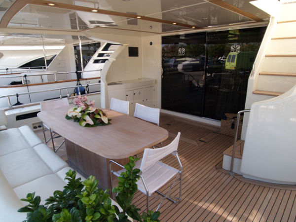 Riva Opera 85 Type Motor. Yacht of exception, its living area and its 4 ...
