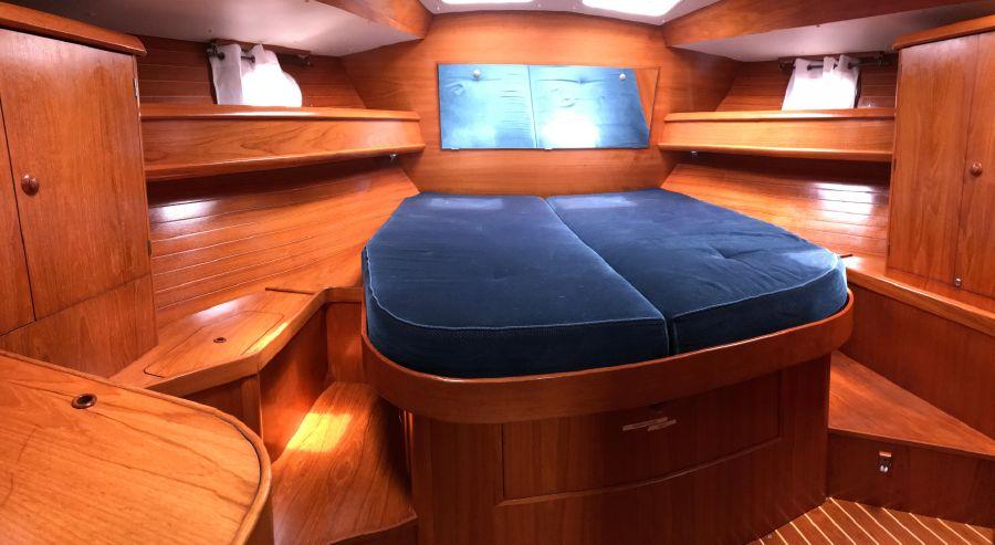 Jeanneau 45.2 Master Bedroom