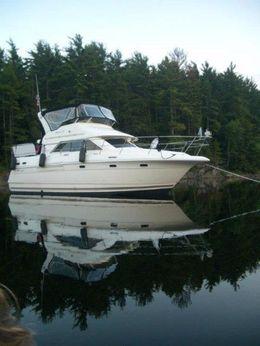 1998 Cruisers Yachts 3650