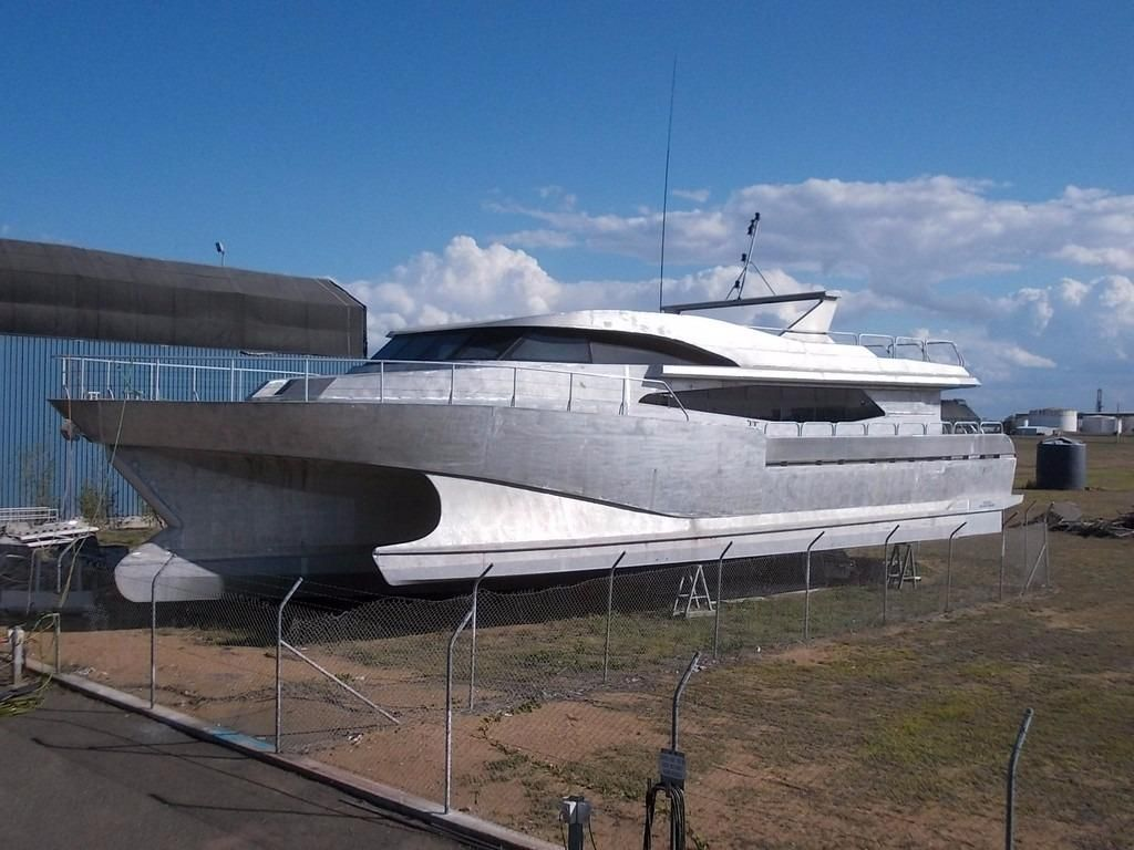 Power catamaran designs - 1997 Barrier Reef Sea Adventures Australia Wave Piercing Tri Maran