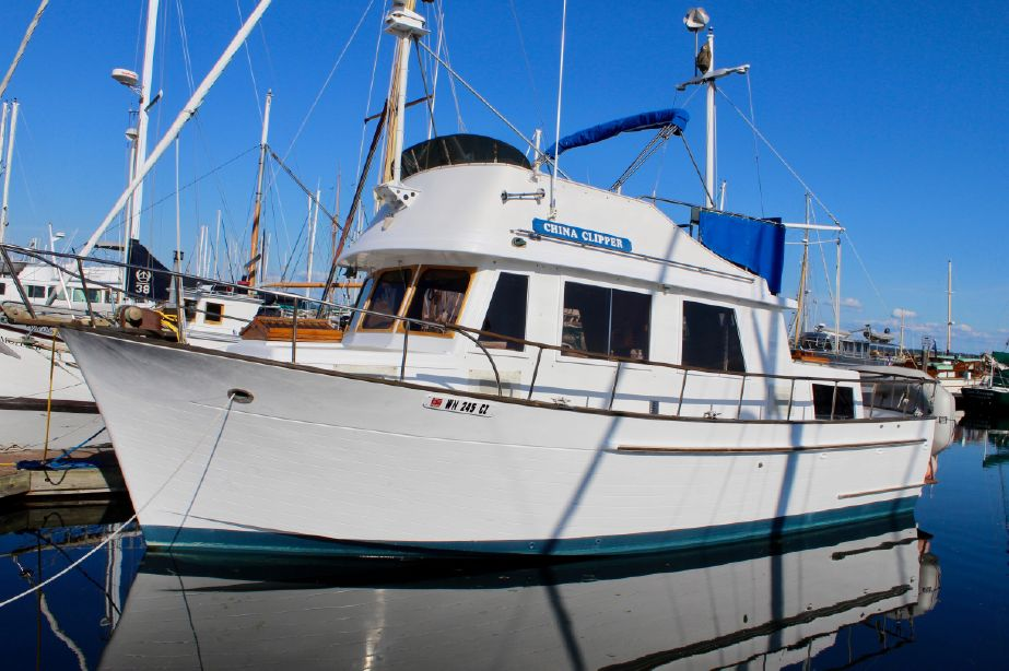 1978 chb 34 tri-cabin trawler