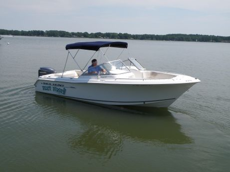 2006 Sea Hunt Escape 220