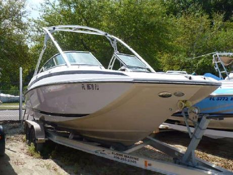 2011 Regal 2220 Deck Boat