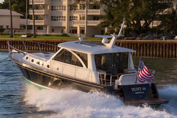 2012 Hunt Yachts 44