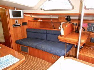thumbnail photo 1: 2003 Hunter 426 Deck Saloon