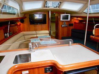 thumbnail photo 2: 2003 Hunter 426 Deck Saloon