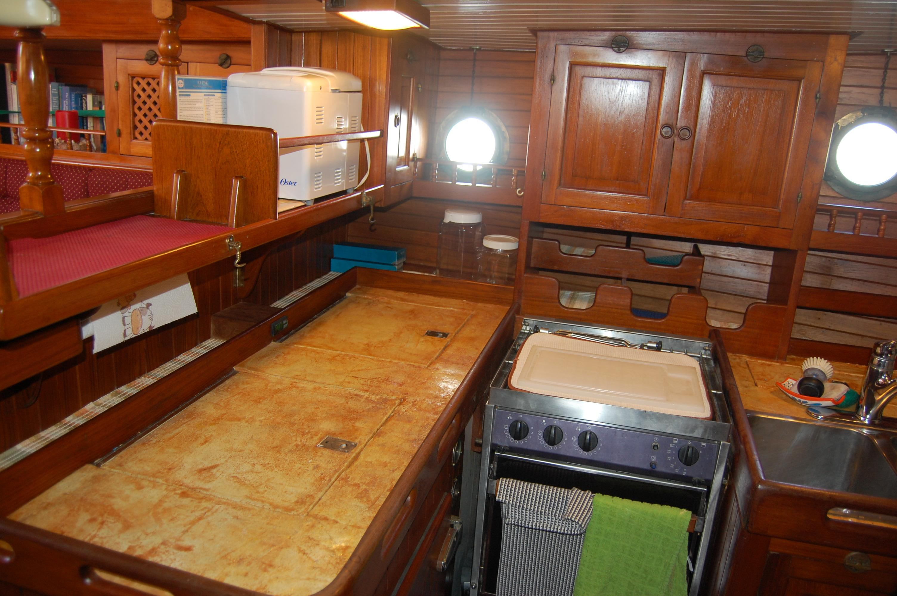43' Spindrift Pilothouse Cutter+Photo 25