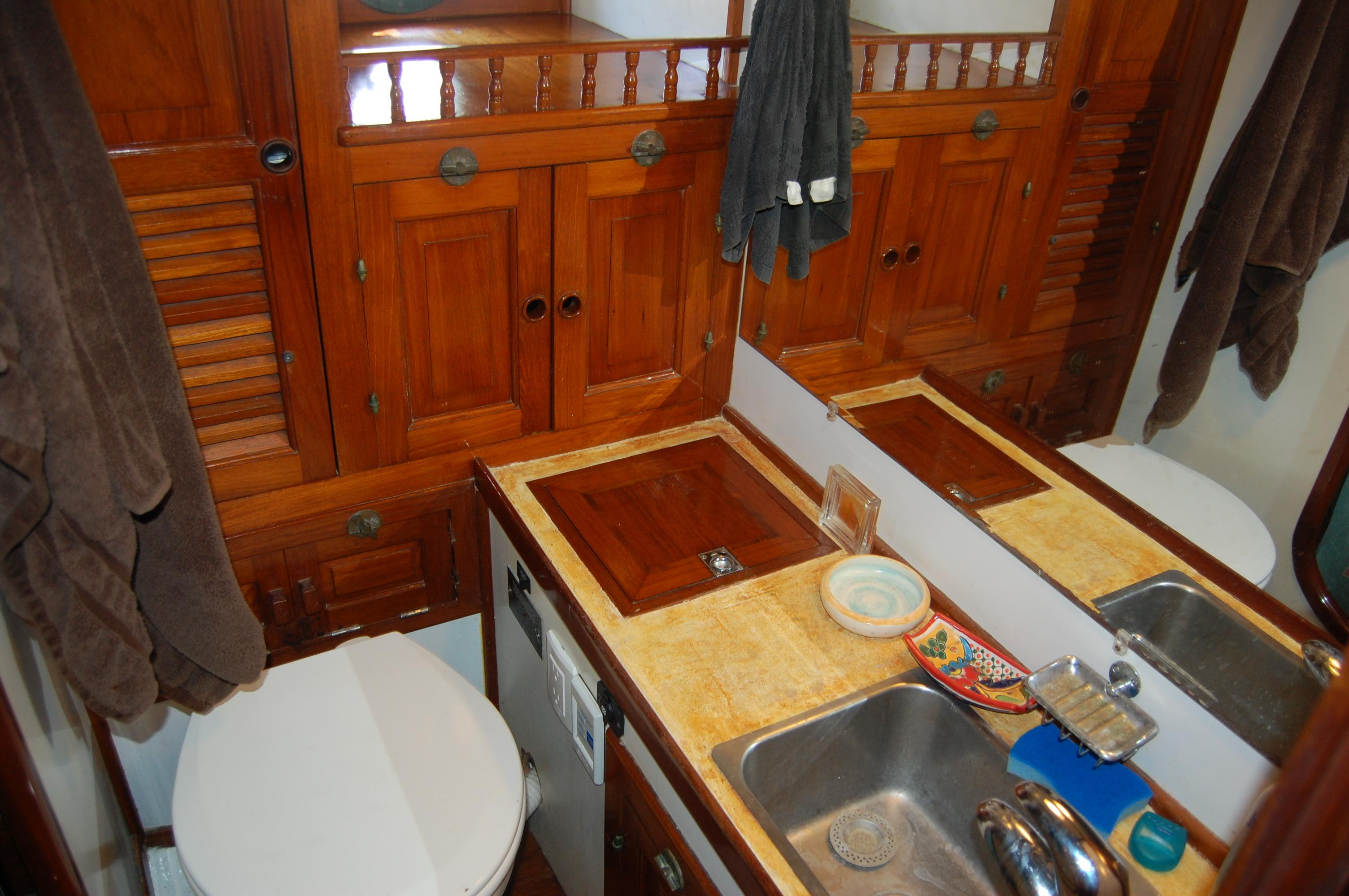 43' Spindrift Pilothouse Cutter+Photo 33