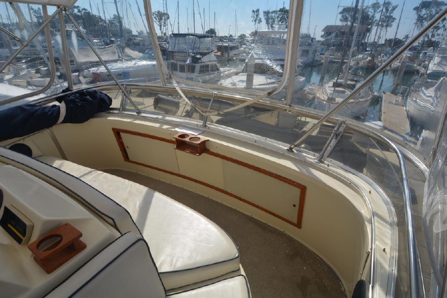 Well-known 1985 38' CHRIS-CRAFT 382 COMMANDER for sale in Dana Point California LI29