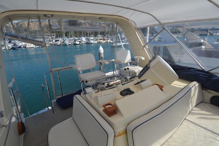 Top 1985 38' CHRIS-CRAFT 382 COMMANDER for sale in Dana Point California NA53