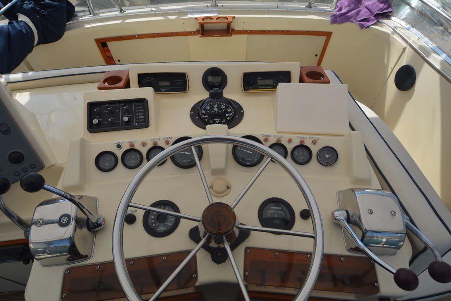 Preferred 1985 38' CHRIS-CRAFT 382 COMMANDER for sale in Dana Point California KE73
