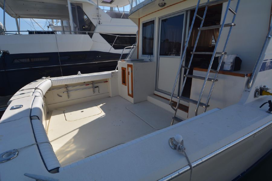 Well known 1985 38' CHRIS-CRAFT 382 COMMANDER for sale in Dana Point California JT43