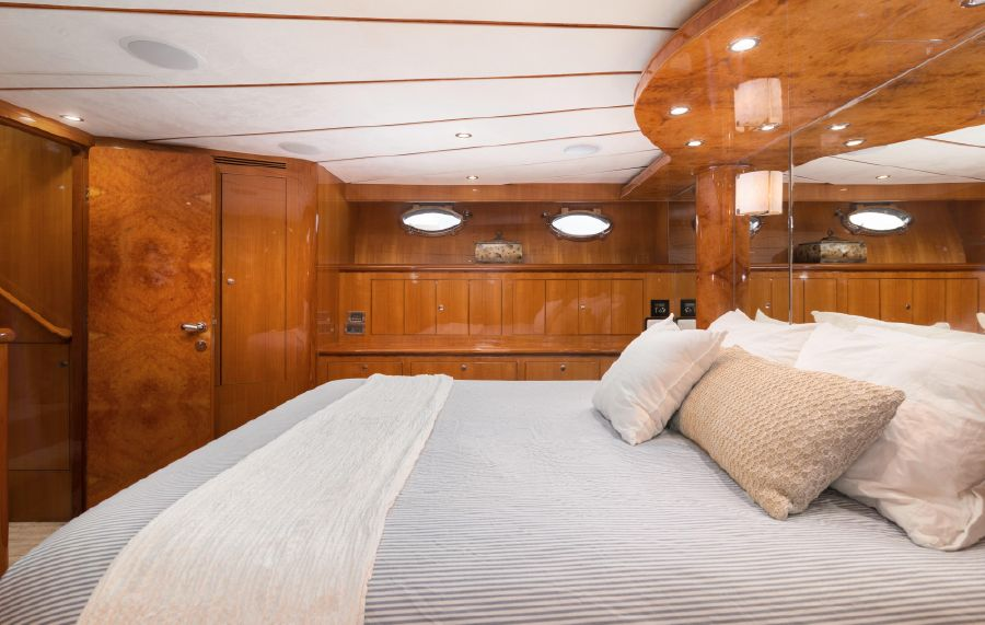 Ocean Alexander 64 Motoryacht Master Stateroom