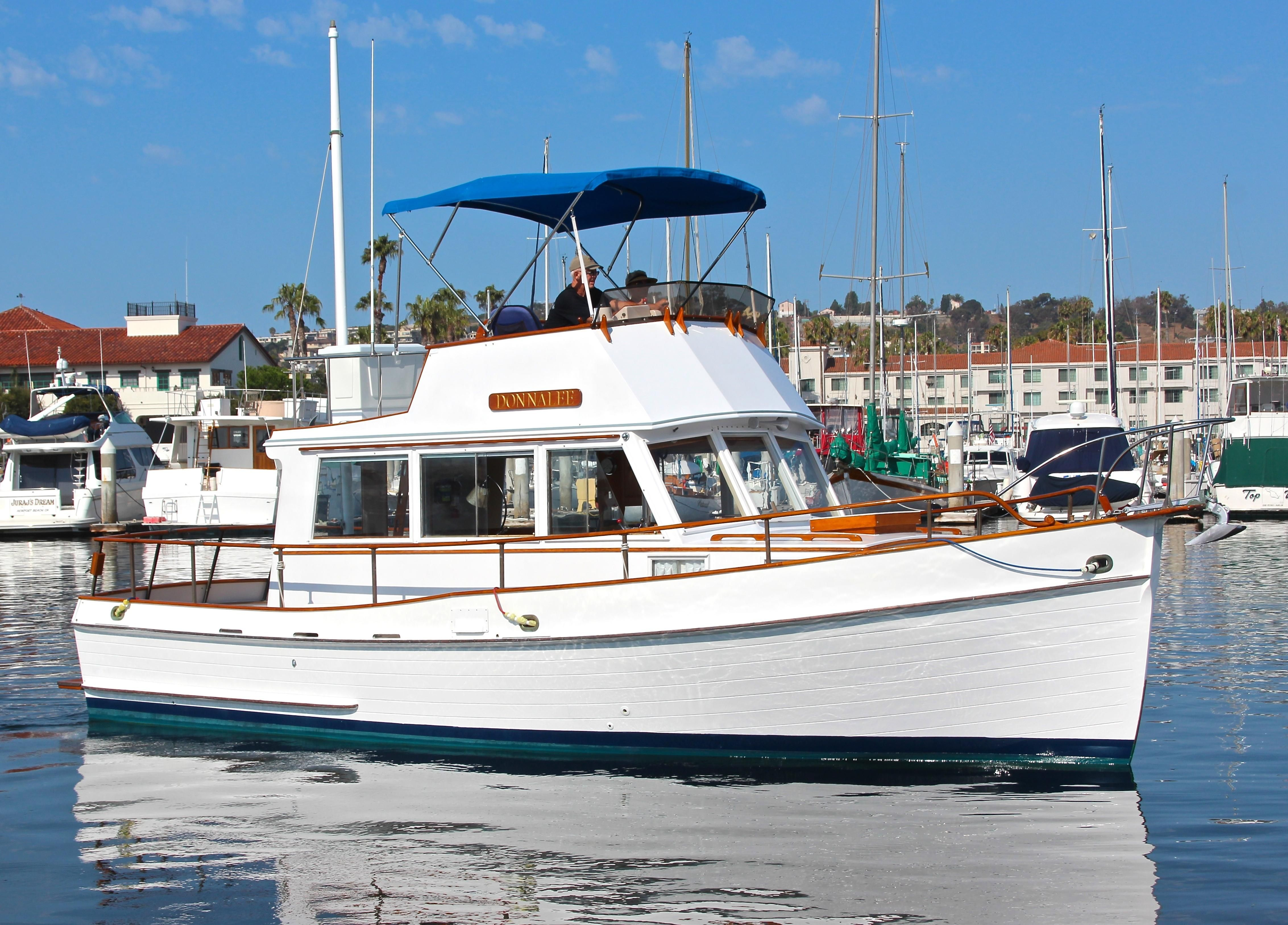 1972 grand banks 32 sedan power boat for sale www for Grand banks motor yachts for sale