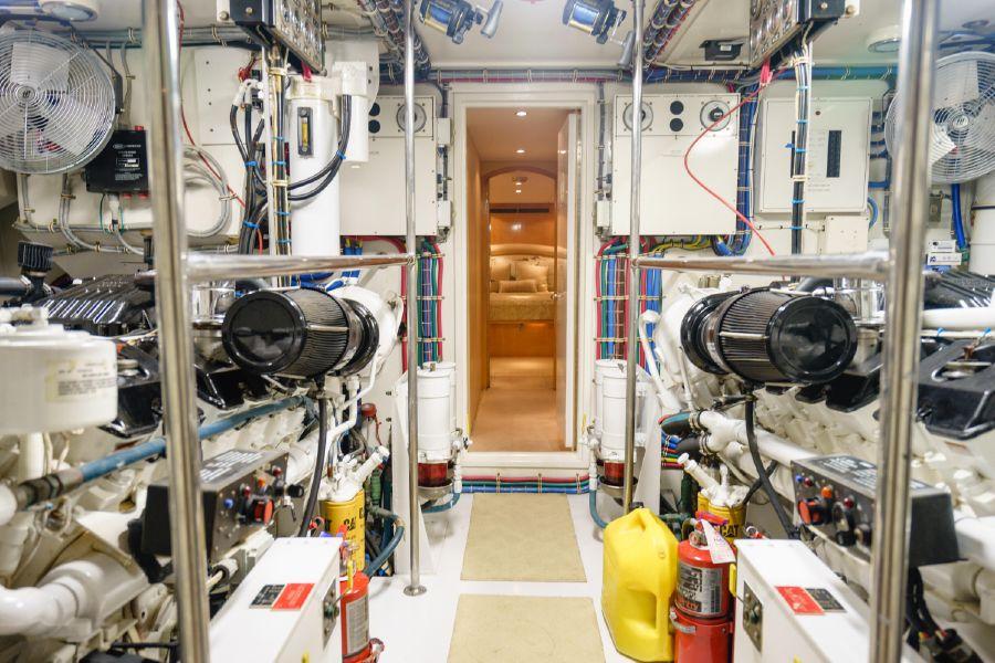 Hatteras 75 Cockpit Motoryacht Engine Room