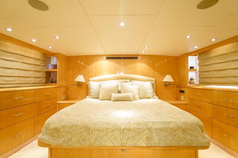 Hatteras 75 Cockpit Motoryacht Master stateroom