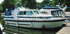 1996 Aquastar 33 Aft Cabin