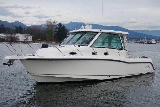 2018 Boston Whaler 345 Conquest Pilothouse