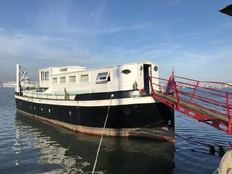1946 Houseboat Ex MoD Admiralty Ammunition Barge