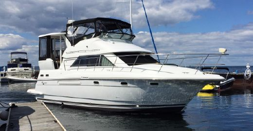 2001 Cruisers Yachts 3750 Aft Cabin