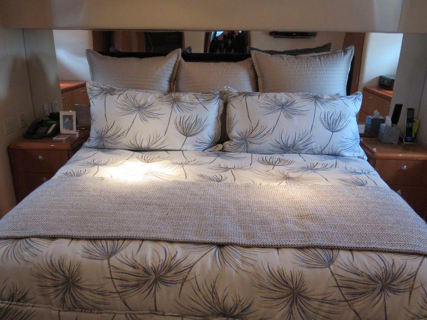 Hatteras 64 Motor Yacht Master Stateroom