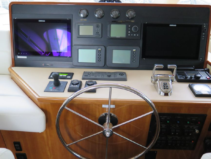 Hatteras 64 Motoryacht lower helm