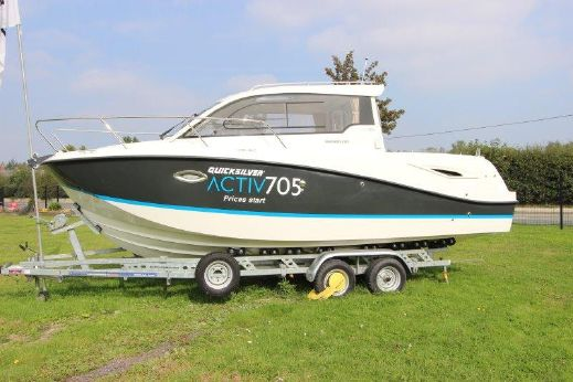 2013 Quicksilver Activ 705 Crusier