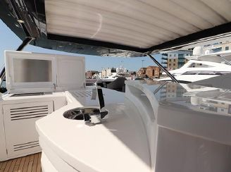 thumbnail photo 2: 2018 Sunseeker 86 Yacht