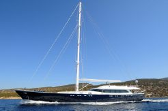 2013 Custom Line sloop 121 ft