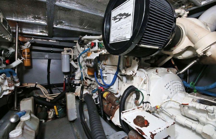 Sea Ray 480 Sedan Bridge Engine Room
