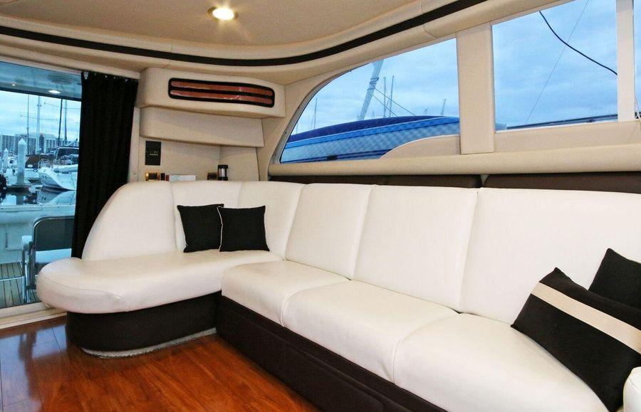 Sea Ray 480 Sedan Bridge Salon