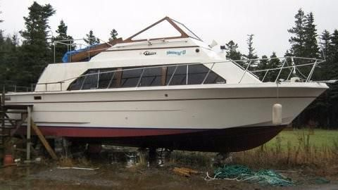 1980 Carver 32 Mariner