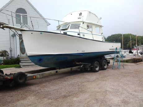1982 Sisu 30 Flybridge Downeast Cruiser