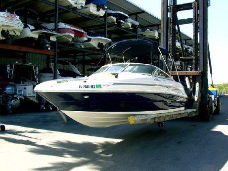 2005 Sea Ray 210 Sundeck