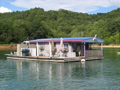 1980 Custom Built 15 x 30 Floating Cottage 450sqft