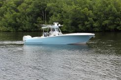 2017 Mag Bay 33 Center Console