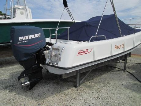 1974 Boston Whaler 21 ribside