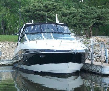 2009 Cruisers Yachts 330 Express