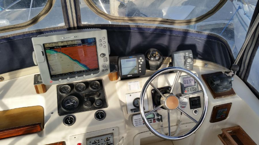 photo of Luhrs 280