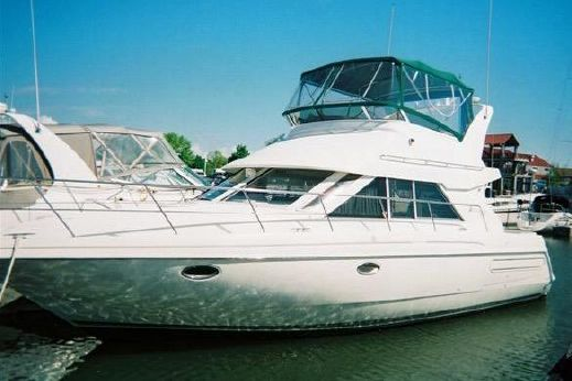 1998 Cruisers Yachts 3585 Sedan