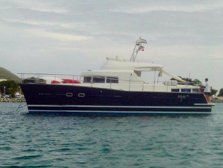 2005 Lagoon Power 43