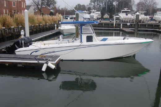 2006 Fountain 32 Center Console